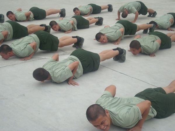Chinese Army Soldiers Training, PLA Army men Push-up Training Pictures