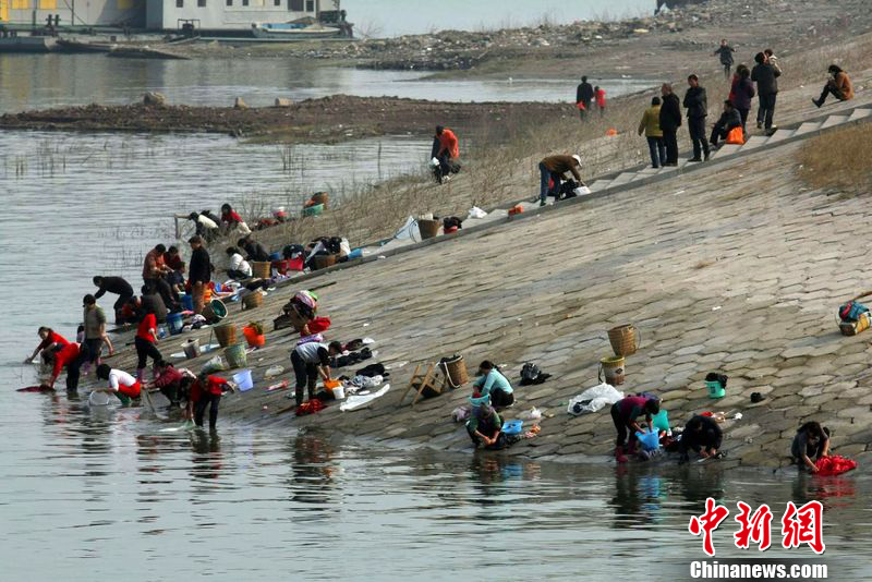 in yangtze river polluted china laundry in yangtze river 1Yangtze River Pollution