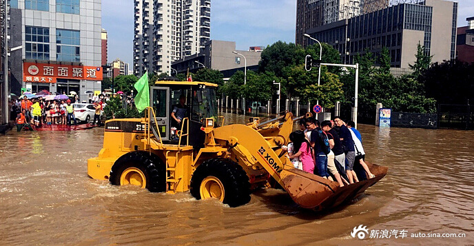 ferry people over flooeded area in wuhan 2016 summer